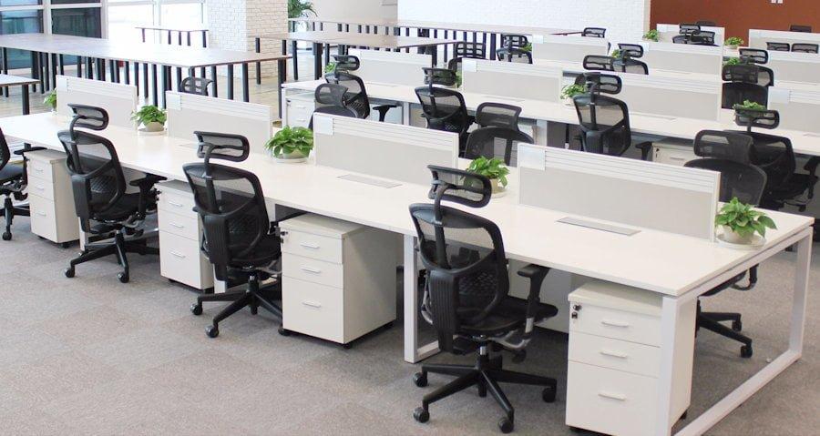 mobila-pentru-birou-la-realizata-la-comanda-pentru-spatiile-de-tip-open-space-1