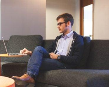 Tactica folosită de anumiți clienți în încercarea de a cumpăra un produs scump la un preț mai mic, comparativ cu cel afișat pe site