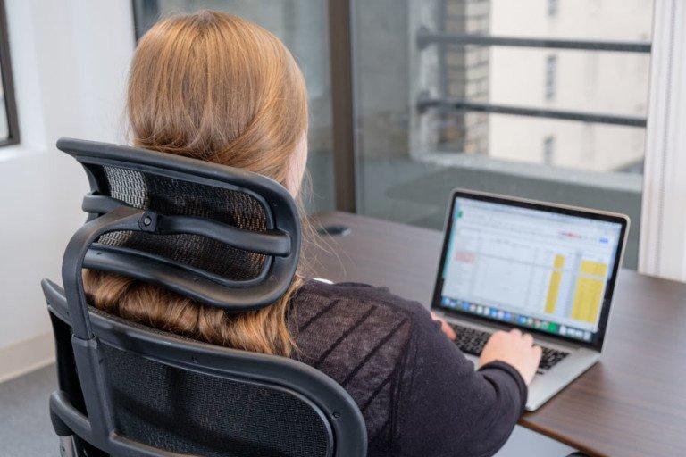 Beneficiile oferite de scaunele prevăzute cu tetieră și de ce ar trebui să începi să folosești unul 2