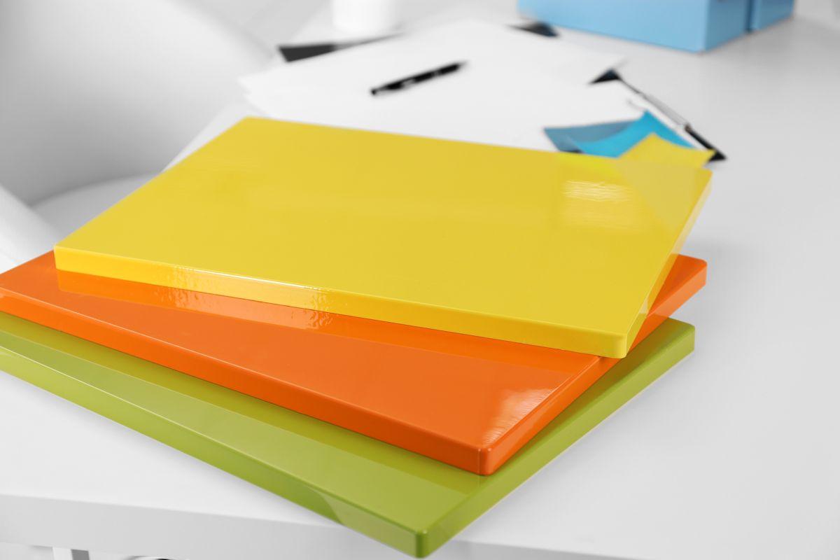 Cum să folosiți culori strălucitoare în designul casei dar și pentru mobilier 1