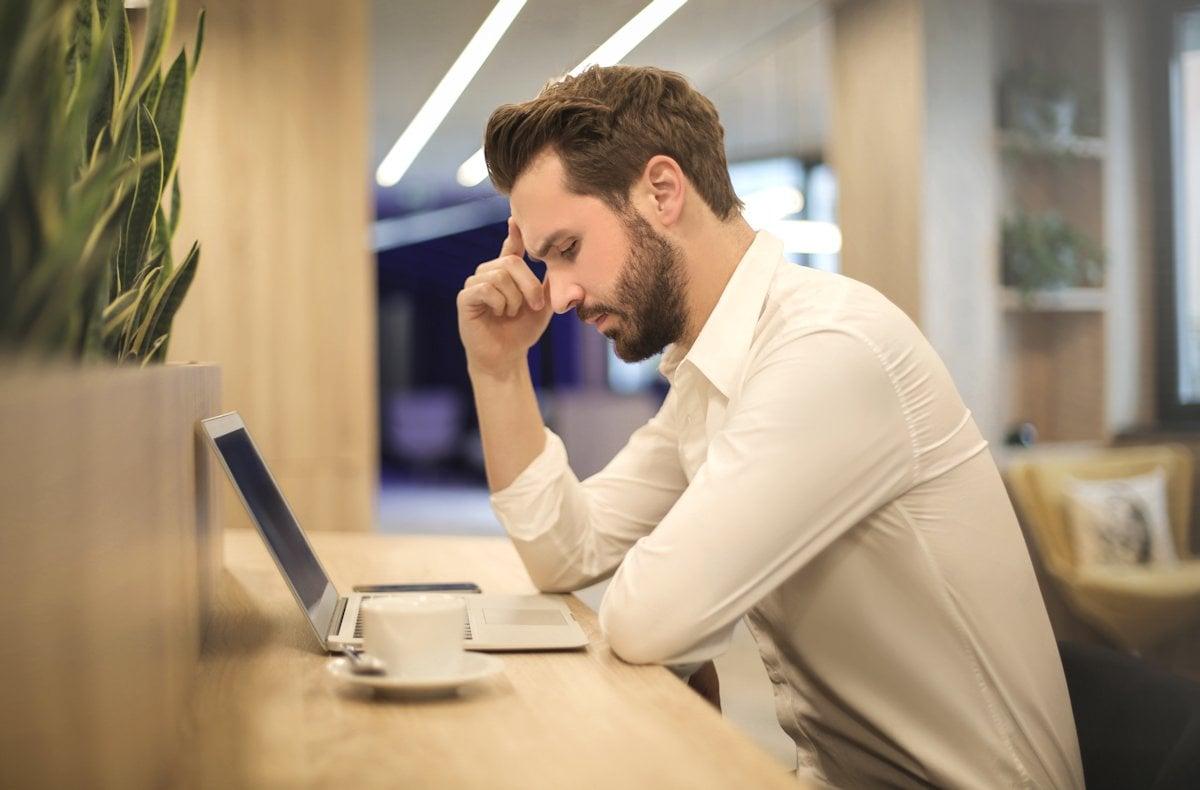 Un ajutor în online, un sfat sau o idee se numește consultanță, adică un serviciu care se plătește
